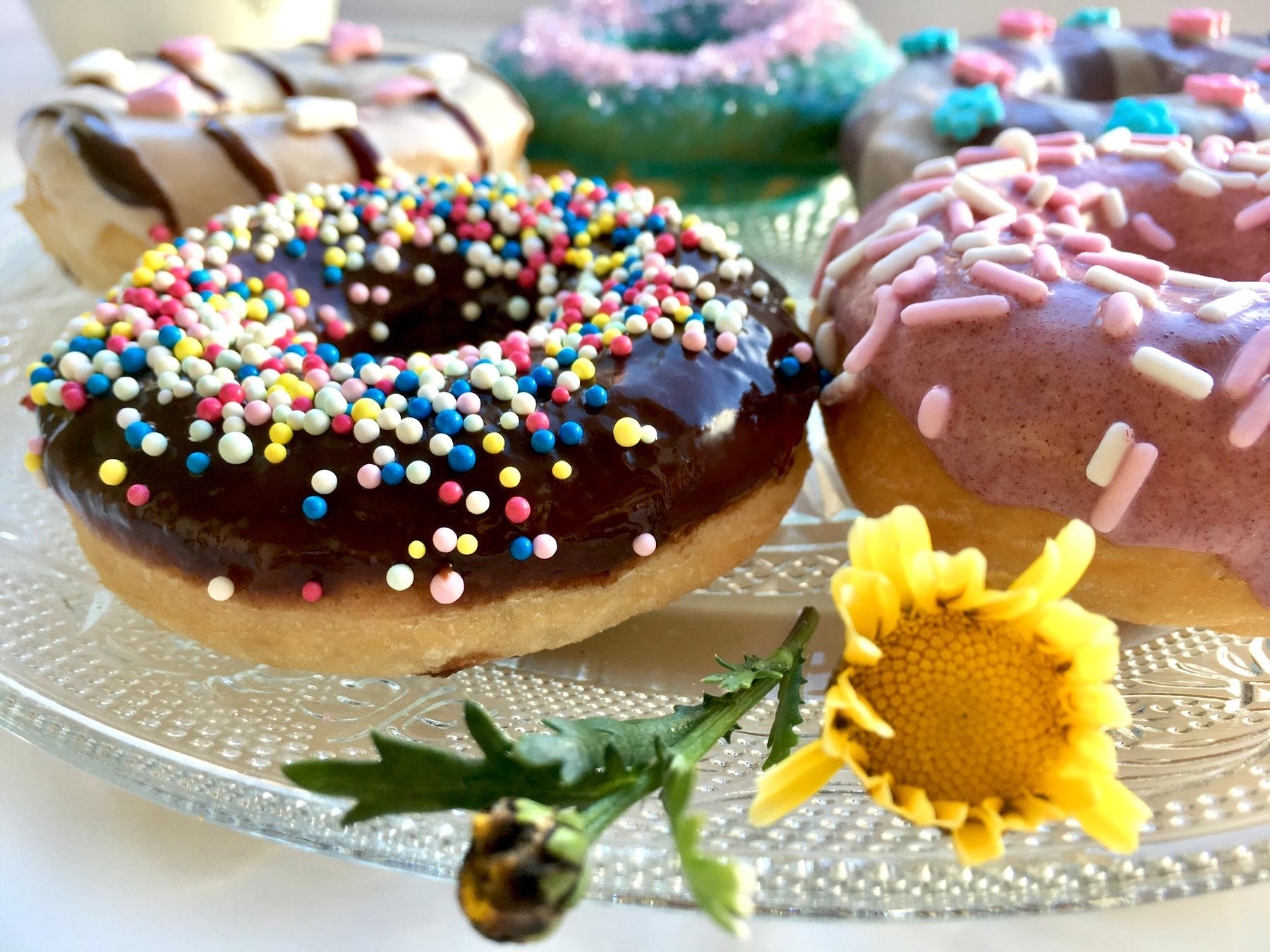 Schokoladen-Donut mit Streusel