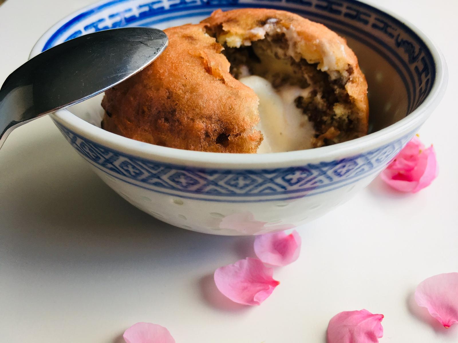 Gebackenes Eis – chinesisches flambiertes Dessert