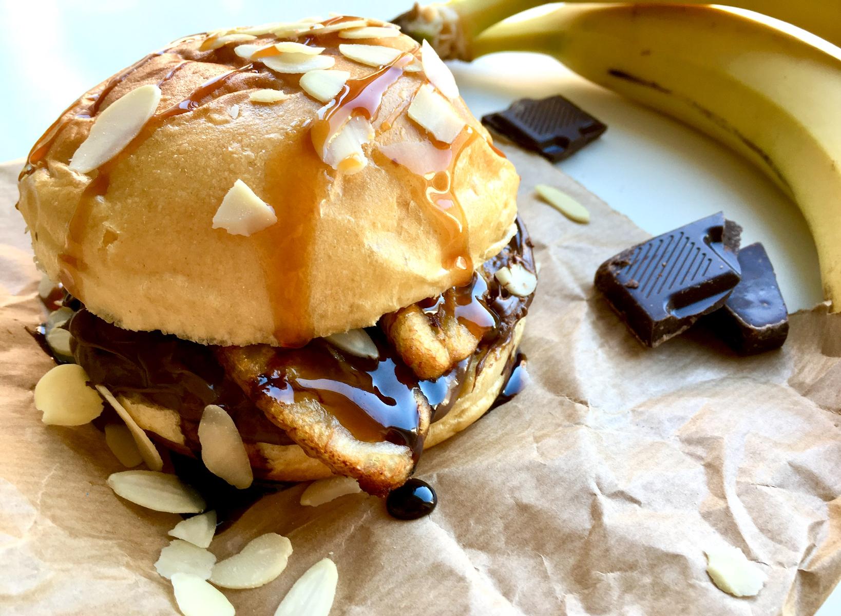 Süßer Bananen Burger mit Nussnougatcreme – ein unwiderstehliches Dessert