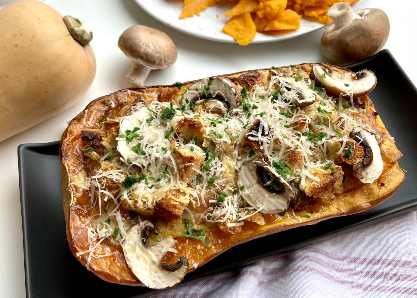 Gefüllter Kürbis – Butternut mit Croutons und Pilzen