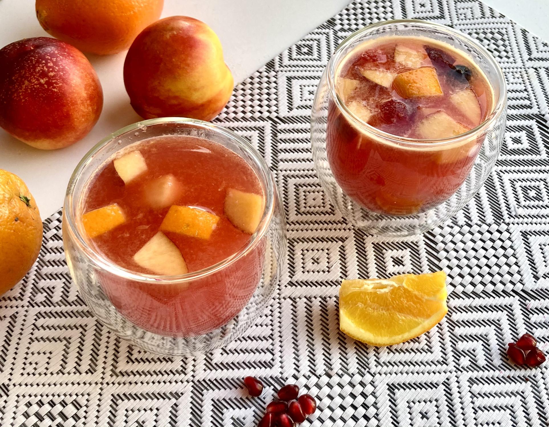 Silvester Bowle – Rezept mit Blaubeere, Nektarine und Granatapfel