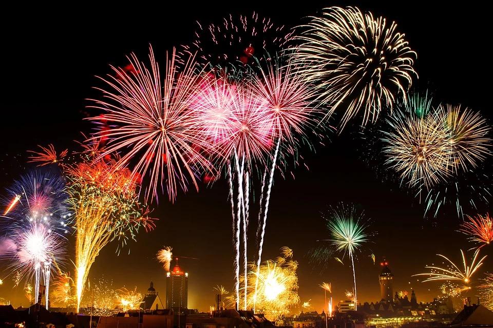 Farbenbrächtiges Feuerwerk