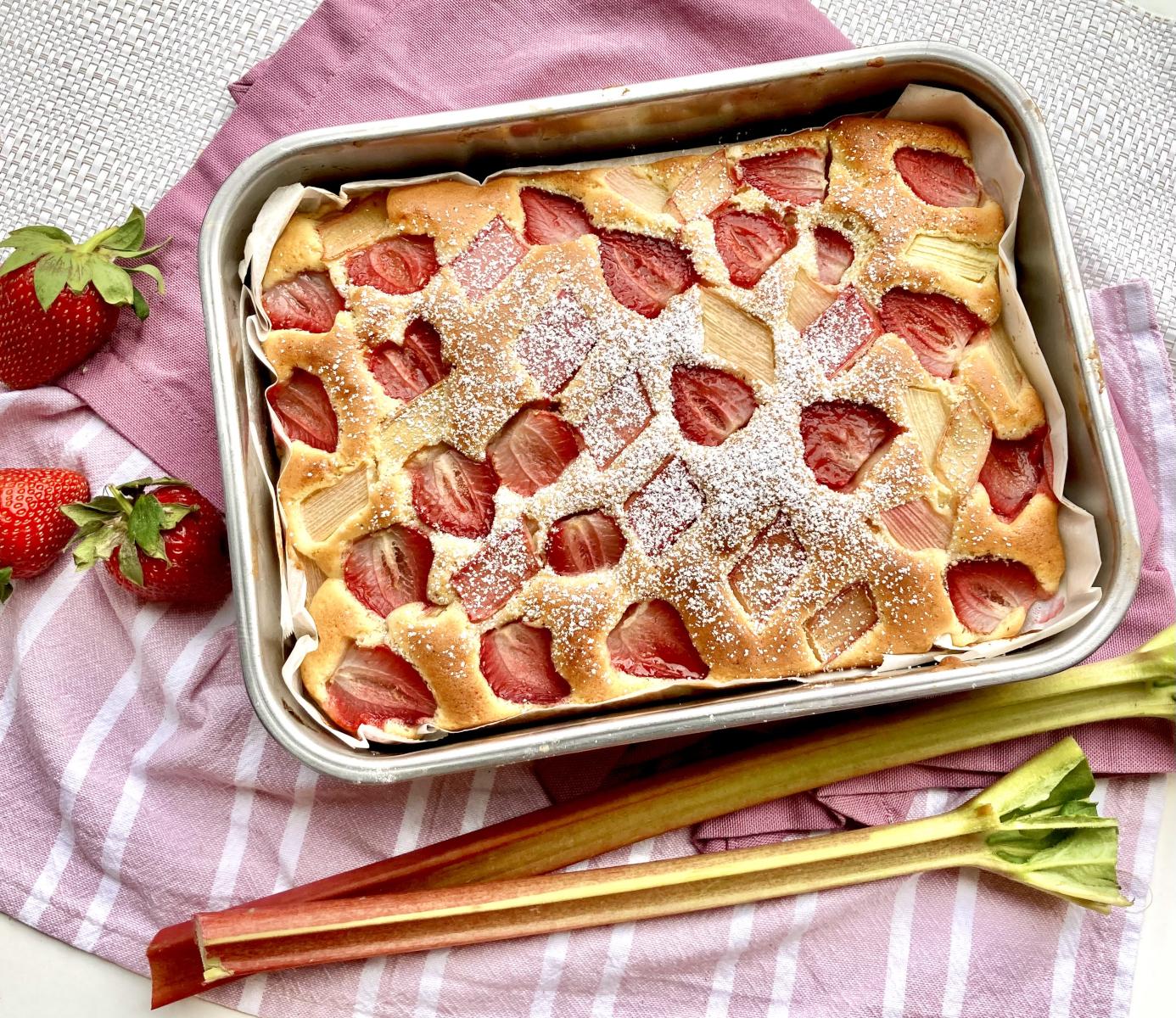 Erdbeer Rhabarber Kuchen vom Blech
