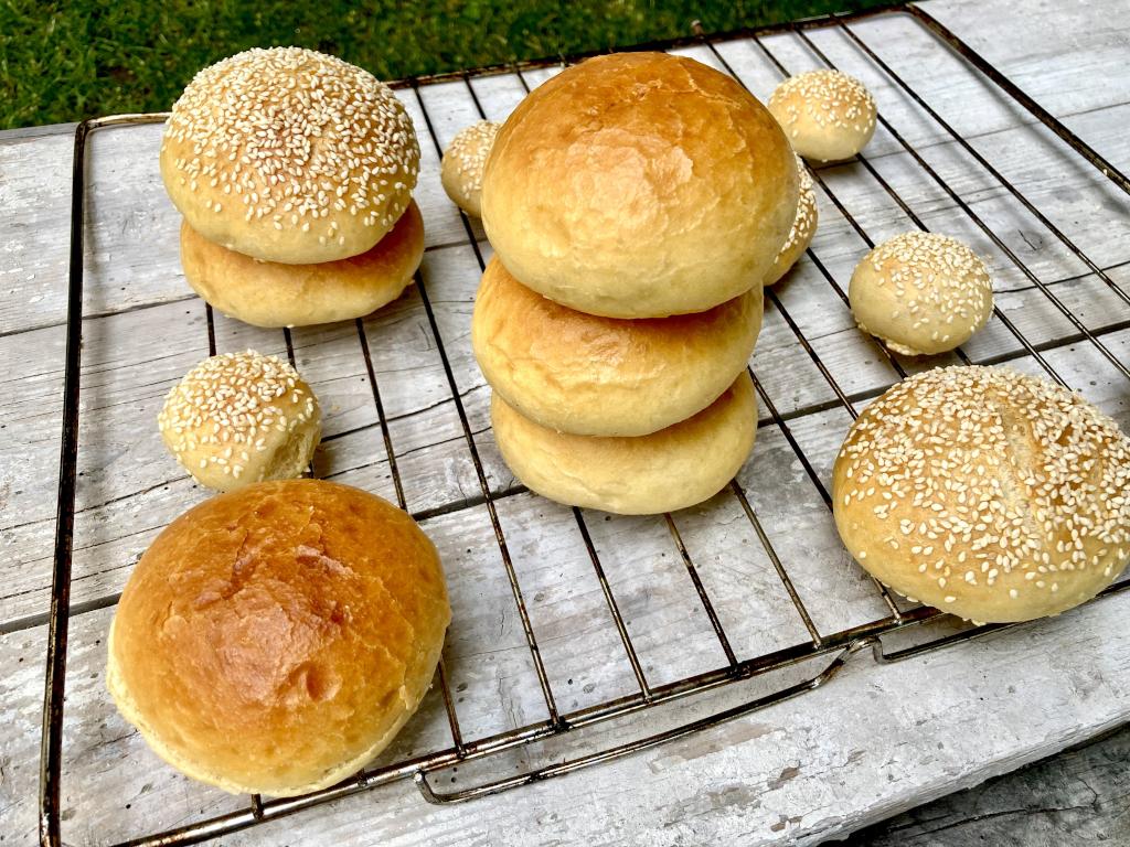 gestapelte Burger-Brötchen