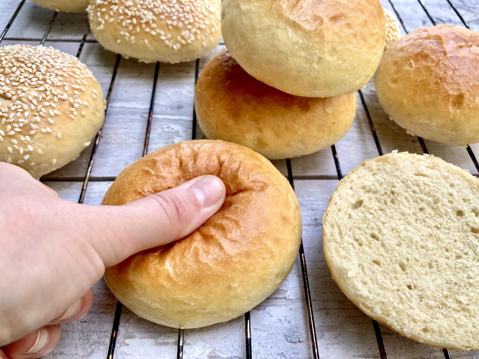 Burgerbrötchen selbst machen – beste Burger Buns