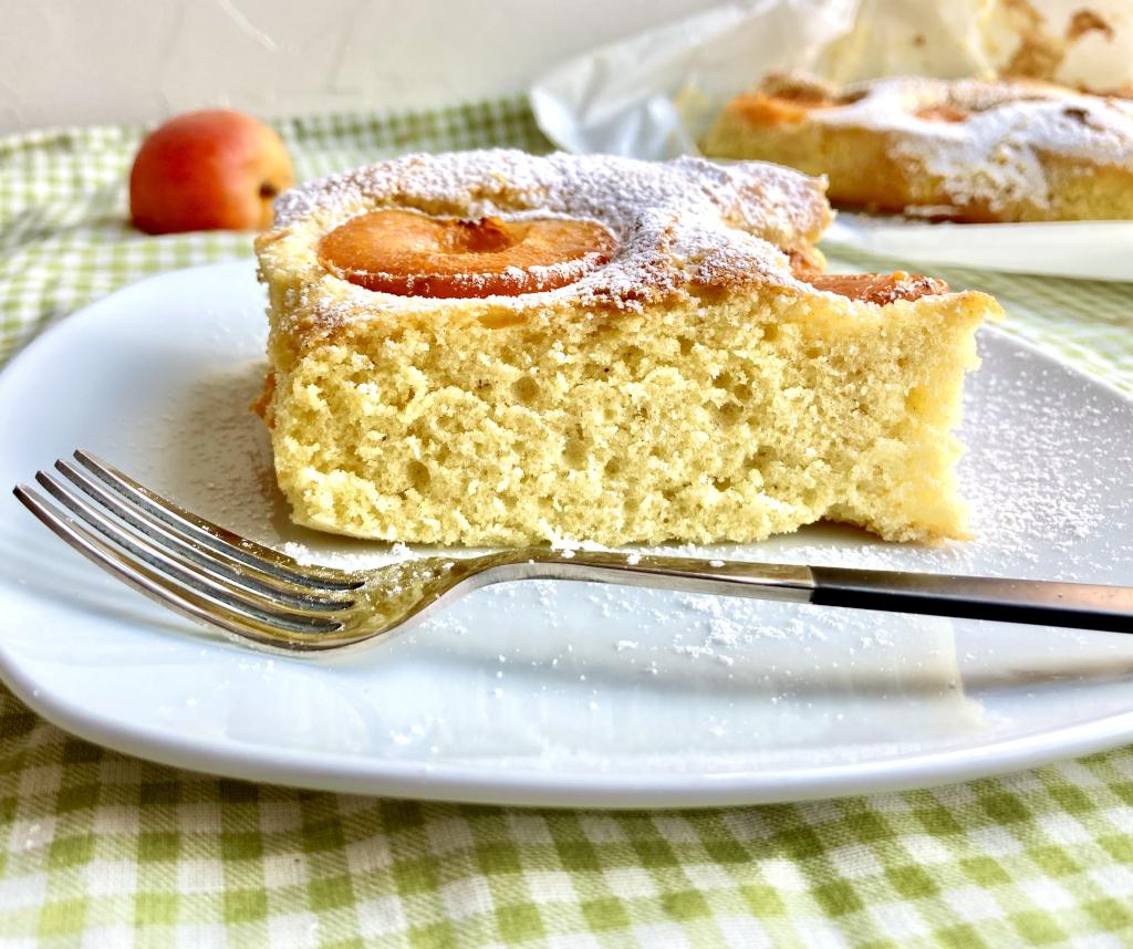 Marillen Blechkuchen mit Kuchengabel