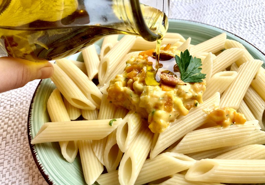 vegetarische Carbonara-Soße auf Penne